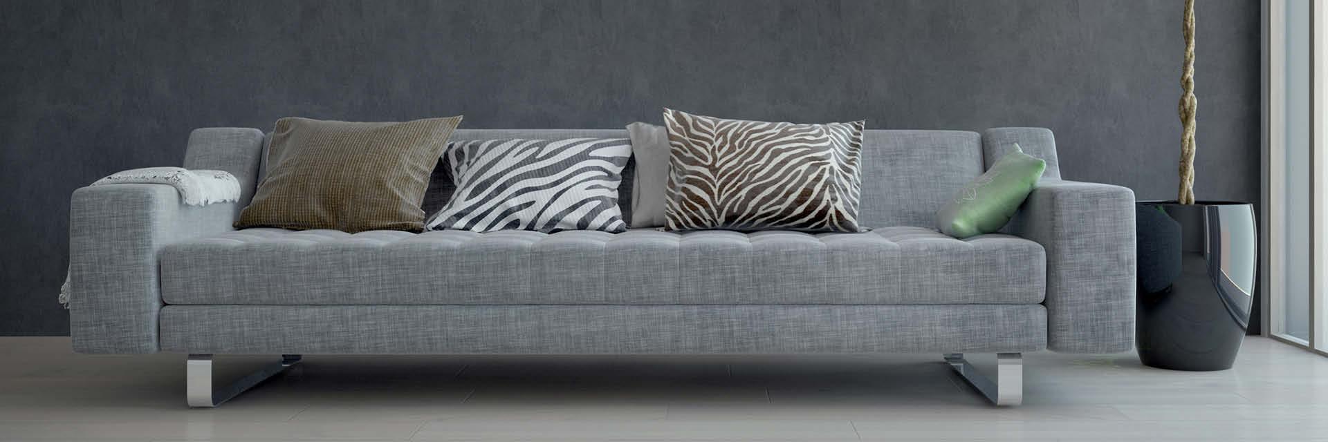 Ein graues Sofa ist zum Beispiel ein Basic-Möbelstück, das auf vielfältige Weise in Kombination mit wechselnden Accessoires immer wieder neu in Szene gesetzt werden kann.