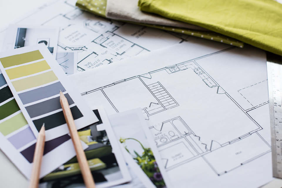 Im 5. Schritt des Einrichtungs-Guides holen Sie sich Farbmuster, Stoffmuster und Materialmuster und legen Sie alles zusammen, um sich die Kombinationen vorstellen zu können.